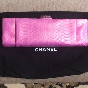 CHANEL new real sneakclutch